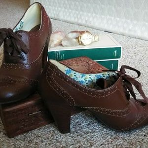 (7.5) Heeled Oxfords with Ribbon Laces
